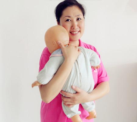 4个月以后的婴儿可以这样抱-妈咪课堂 抱宝宝的正确姿势